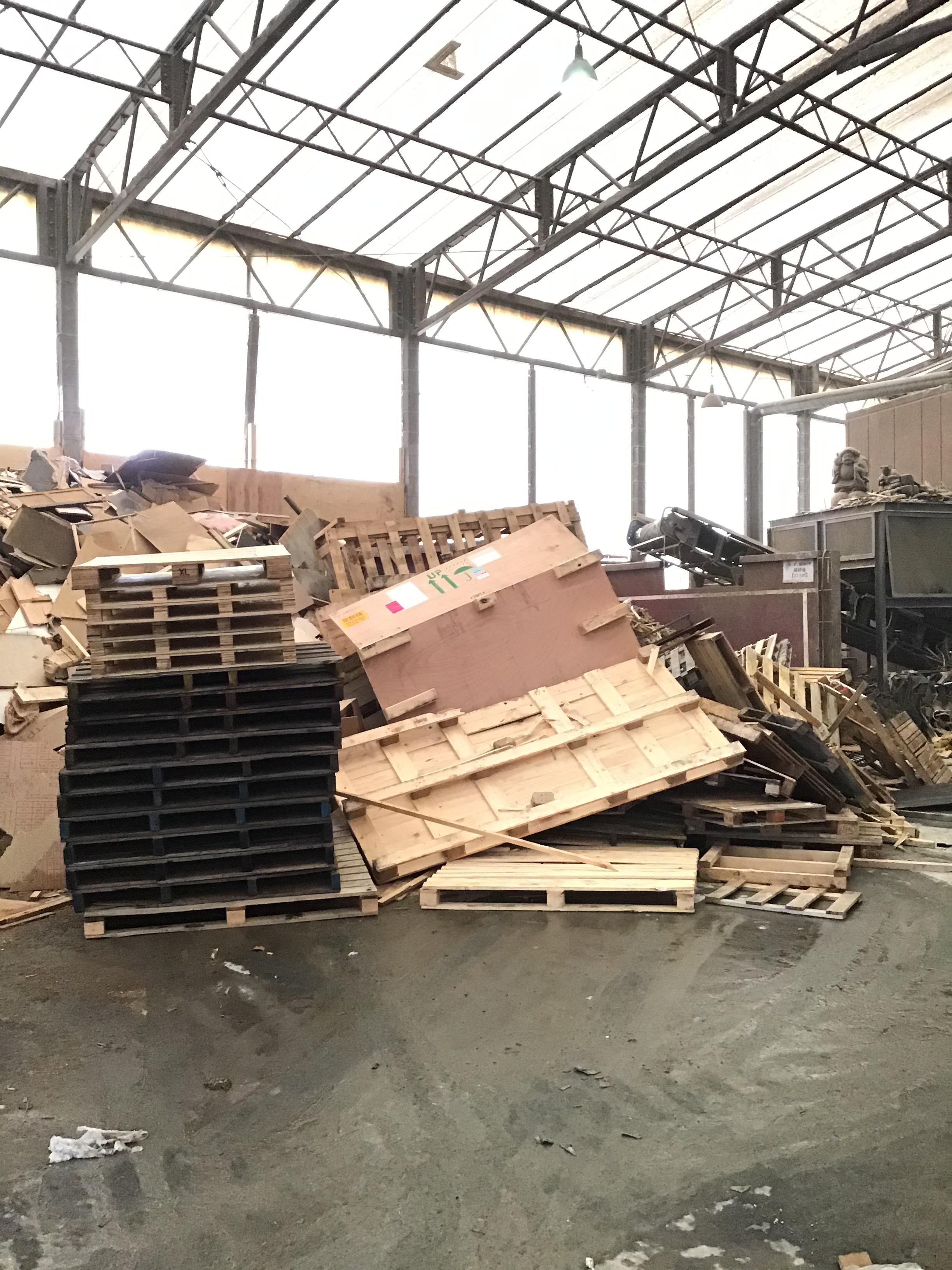 【産業廃棄物の回収処理】木材パレットの廃棄を工場にて行った事例を紹介します。
