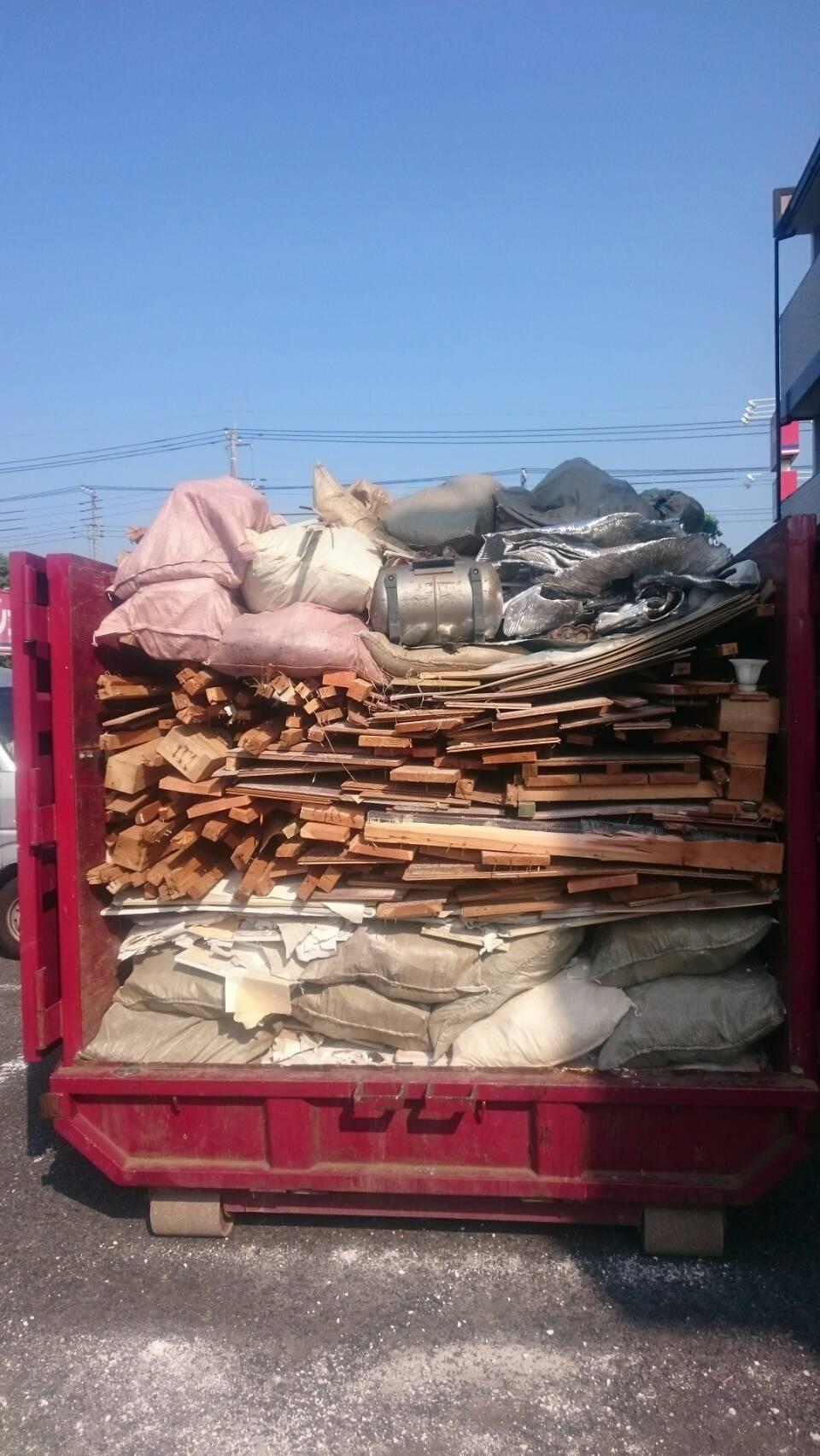 【産業廃棄物の回収処理】リフォーム現場の回収を行った事例を紹介します。