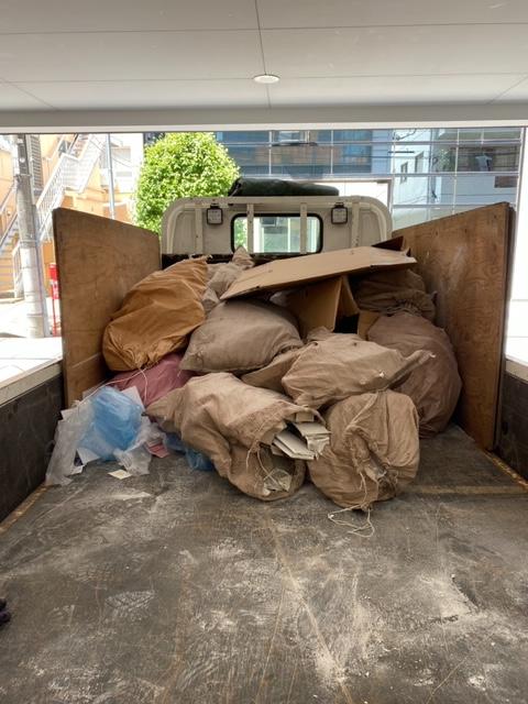 【産業廃棄物の回収処理】リフォーム系廃棄物をフレコンに保管し定期出回収しています。
