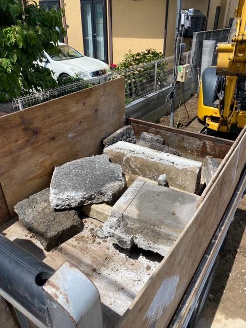 【産業廃棄物の回収処理】ミニショベルでがれきの搬出を行った事例を紹介します。
