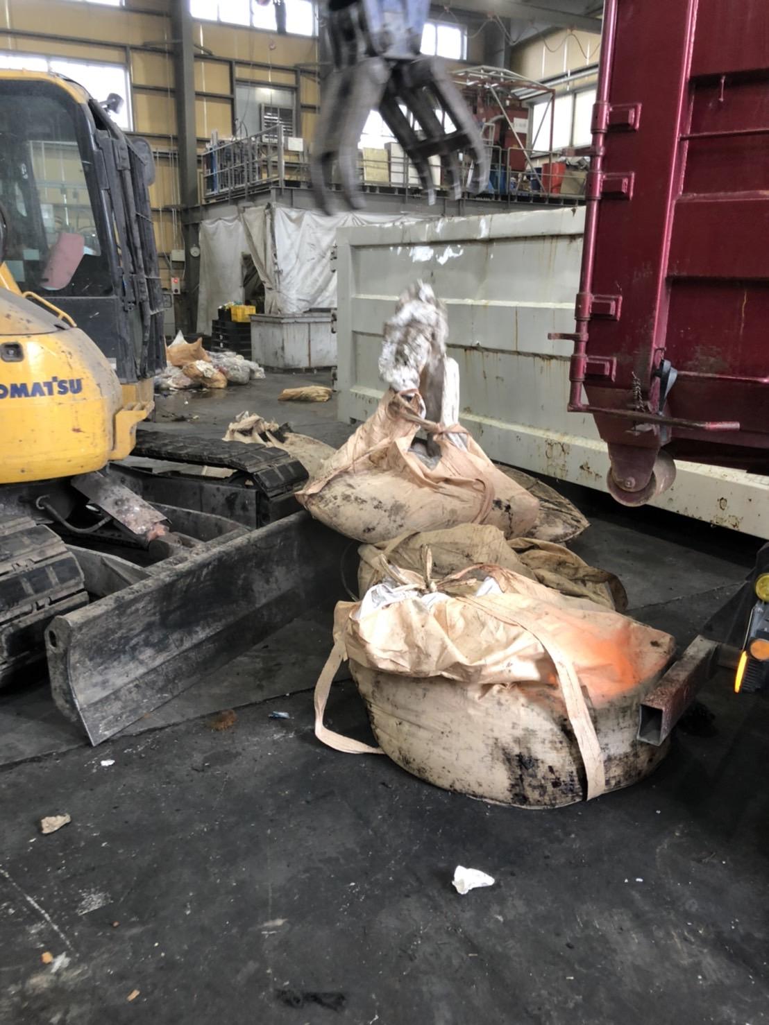 【産業廃棄物の回収処理】アスベストの廃棄物処理を行った事例を紹介します。