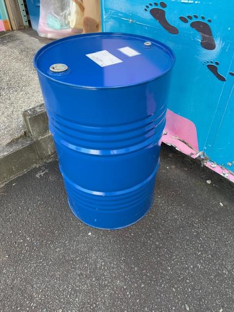 【産業廃棄物の回収】化粧品工場の廃プラスチック・汚泥の処理を行った事例を紹介します。