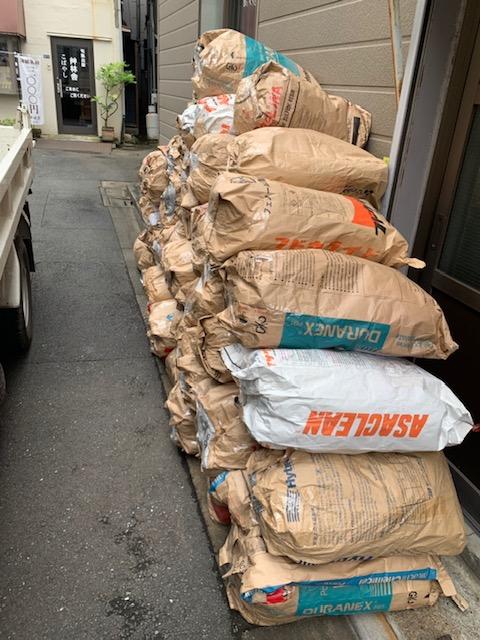 【産業廃棄物の処理】プラスチック製品加工工場の廃プラ屑の収集(回収)処理事例を紹介します。